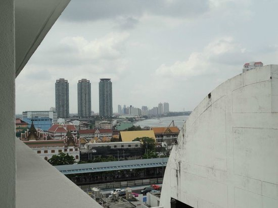 Centre Point Hotel Silom : view from balcony