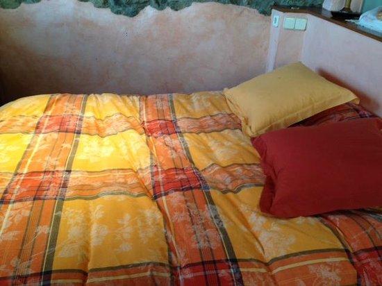 Casa rural Cal Rei: decoración habitación superior...