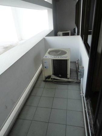 Centre Point Hotel Silom : AC motor on the balcony