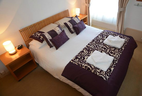 Bottreaux House Bed & Breakfast : Bo's King size bedroom with en suite shower