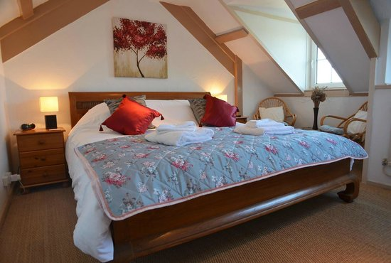 Bottreaux House Bed & Breakfast : Crow's Nest with super king size bed with en suite bath and shower