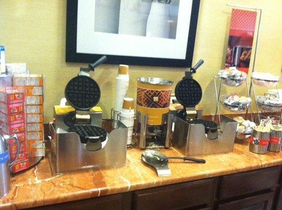Hampton Inn Brattleboro : Waffle station at breakfast