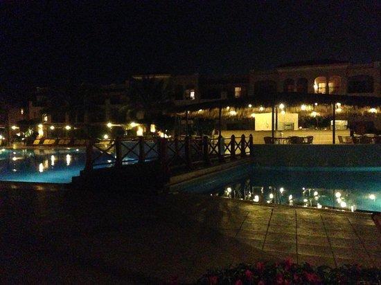 Jaz Mirabel Park : pool at night