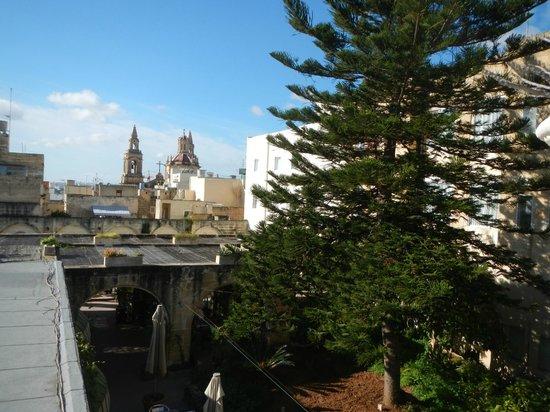 Imperial Hotel: Fernsicht von der Dachterrasse im 1. Stock (Sonnendeck:))