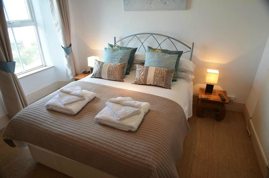 Bottreaux House Bed & Breakfast : The Castle with king size bed and en suite shower room