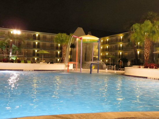 Avanti International Resort : pool with fountains in kids' play area