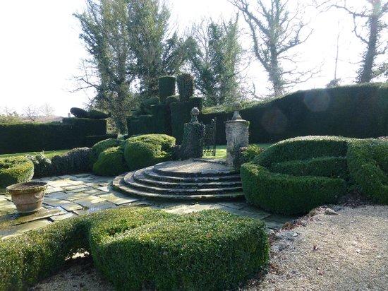 The Manor: Sunken garden
