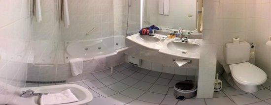 Begijnhof Hotel : A panoramic stitch of the bath room