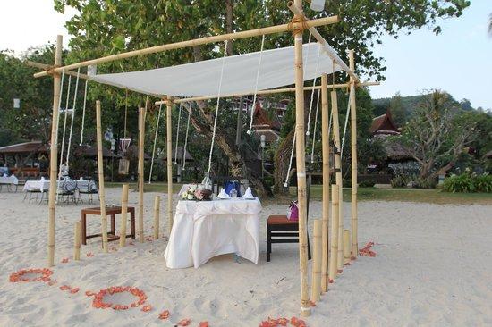 Thavorn Beach Village Resort & Spa : Dining table