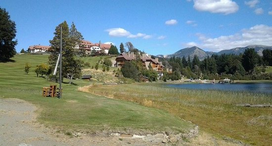 Llao Llao Hotel and Resort, Golf-Spa : vistas del hotel desde el parque