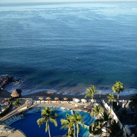 Sunset Plaza Beach Resort & Spa: beautiful view of the dolphin show from the 14th floor