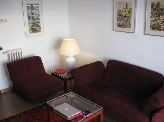 Silken Park Hotel San Jorge : Television room of Supreme Suite