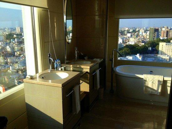 Hotel Nikko Saigon: The bathroom