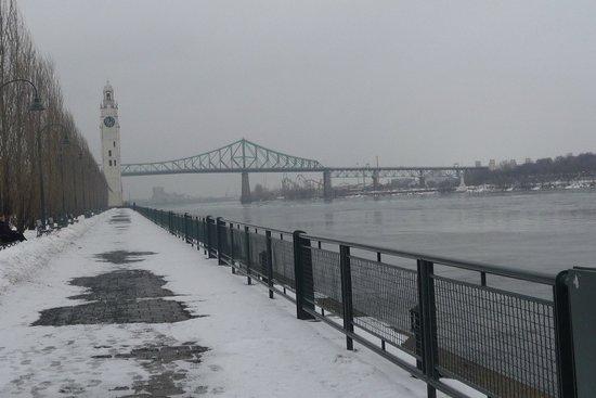 Free Old Montreal Tours: Promenade au bord du fleune