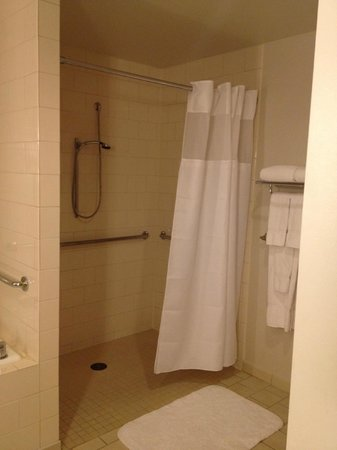 Loews Philadelphia Hotel : Shower
