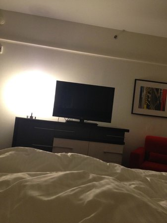 Loews Philadelphia Hotel : TV from bed