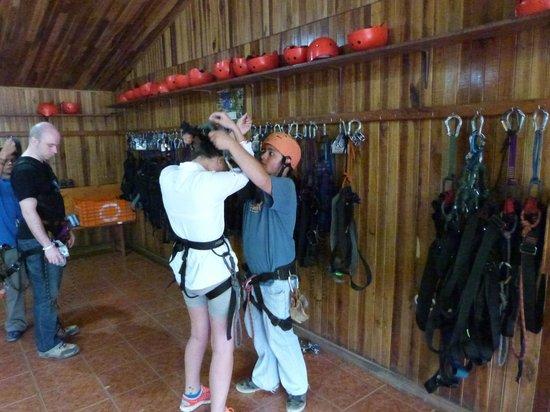 100% Aventura Tours: Preparing for zip
