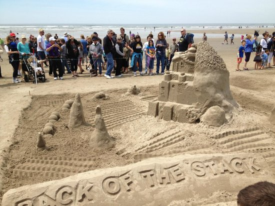 Sand Castle Competition - Picture of Cannon Beach, Cannon Beach - TripAdvisor