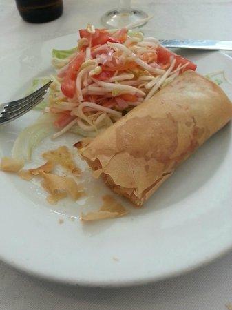 Restaurante Chino Hoy : Rollo de primavera con ensalada