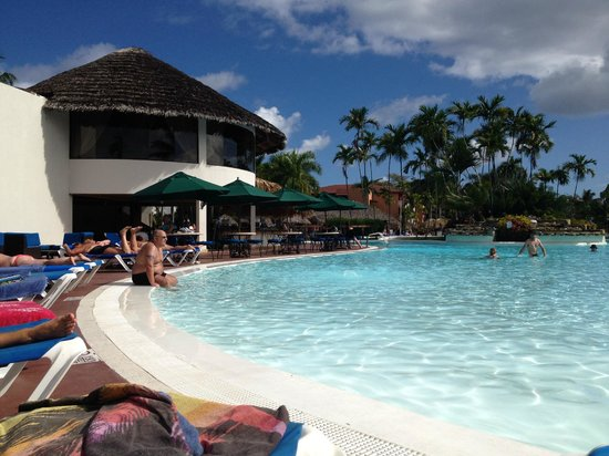 Be Live Collection Marien: Pool side Bar and Dinning