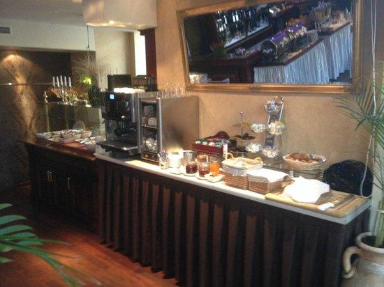 Ararat All Suites Hotel : Breakfast