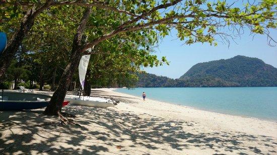 The Westin Langkawi Resort & Spa : the resort's beach
