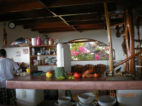 Lookout Inn Lodge: kitchen