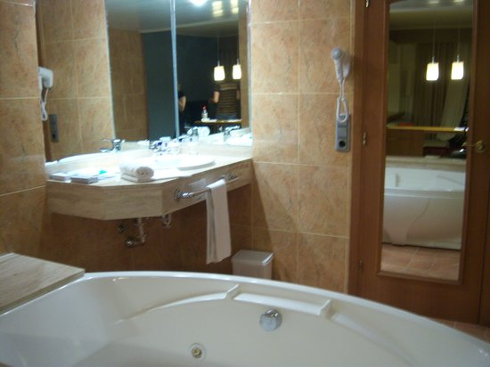 iberostar suites hotel jardin del sol jacuzzi bath