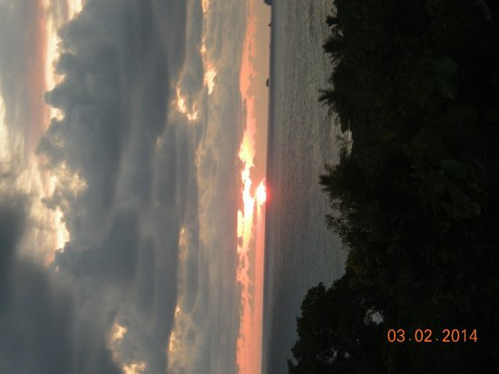 Lookout Inn Lodge: sunset