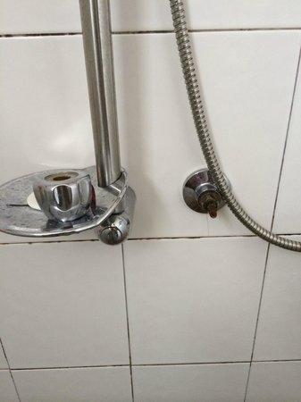 Royal Phawadee Village : robinet plus fixé