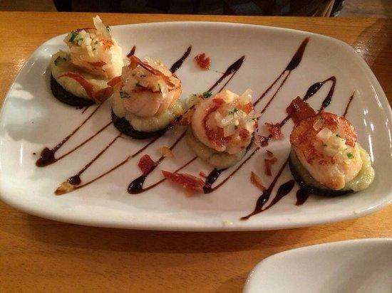 McGonagall's Steakhouse : Scallops & black pudding