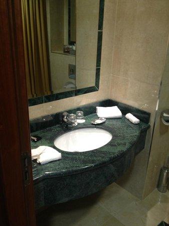 Killarney Towers Hotel & Leisure Centre : Bathroom