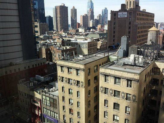 Hilton Garden Inn Times Square: Another view from the room.