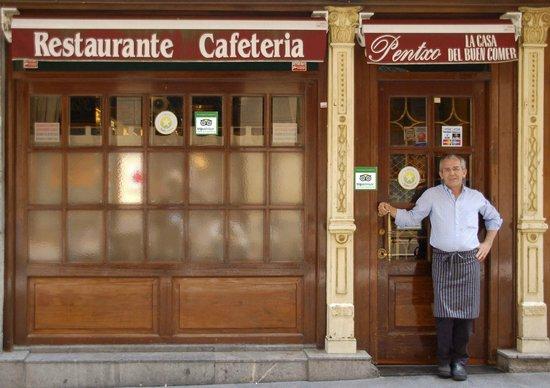 Restaurante Cafetería Pentxo: Entrada al restaurante Pentxo, Bilbao