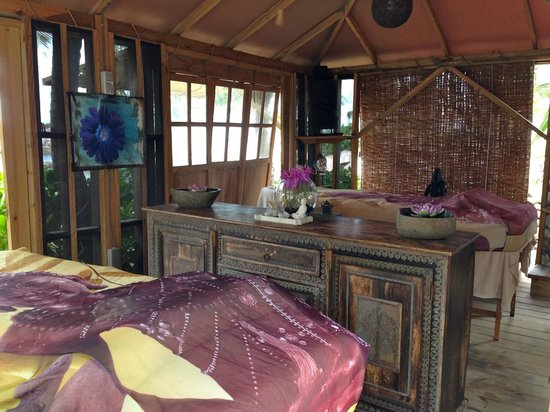 Baoase Luxury Resort: Massage hut on the beach