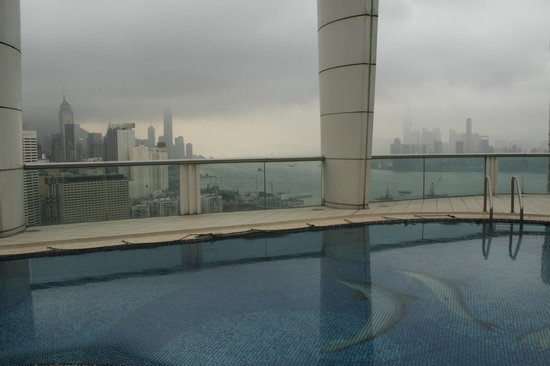 Metropark Hotel Causeway Bay Hong Kong: Pool with a view
