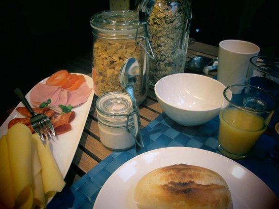 M/S Monika: Breakfast