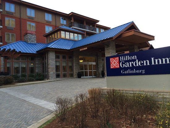 Hilton Garden Inn Gatlinburg Downtown: Front of Hotel