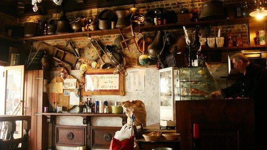 Osteria alla Bifora: Vue de l'intérieur, très pittoresque