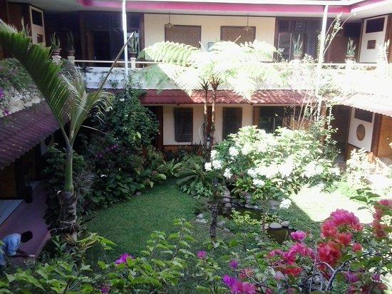 Hotel Indra Toraja: Innenhof