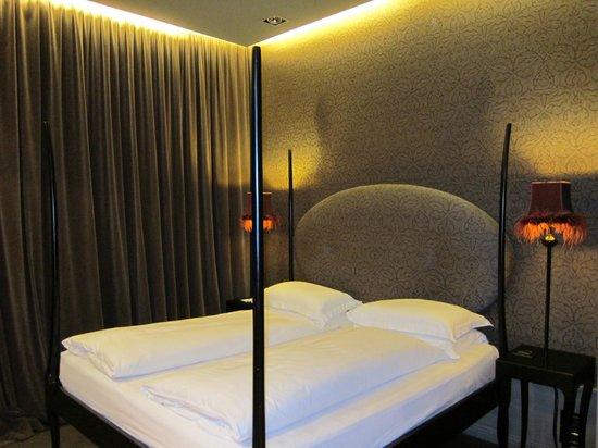 Hotel Palazzo Barbarigo Sul Canal Grande: Кровать в номере