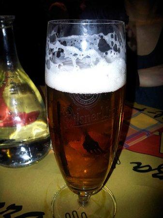 Klaxon: La birra appena servita....ho dovuto fare una foto! sembrava qualcuno l'avesse