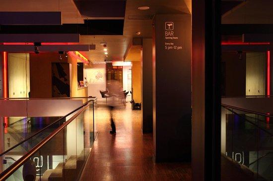 Bohem Art Hotel: Lobby and bar area