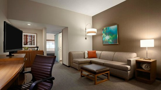 Hyatt Place Minneapolis/Downtown: Guest room sitting area