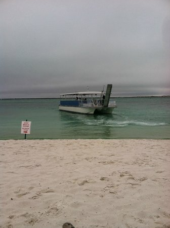 Emerald Grande at HarborWalk Village : Boat dropping off to private beach
