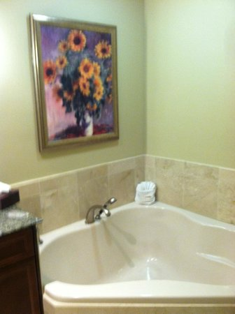 Emerald Grande at HarborWalk Village : Corner tub