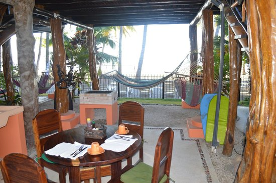 Samara Tree House Inn: Deck Area & Breakfast Table