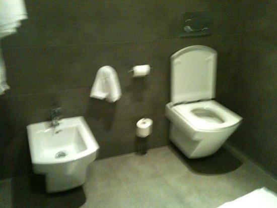 Hotel Isla Mallorca & Spa: Salle de bain-toilettes