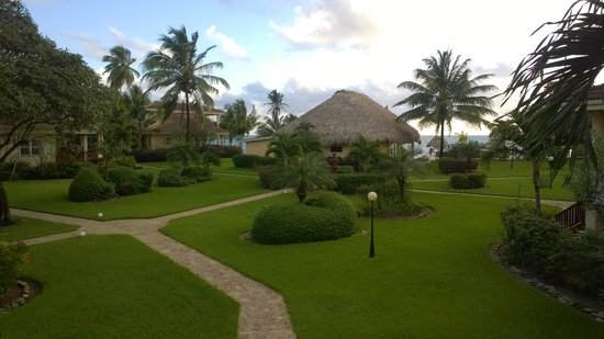 Belizean Dreams Resort: Courtyard