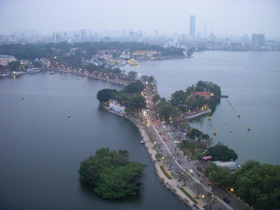 Chua Tran Quoc : Peninsula with Temple seen from our room